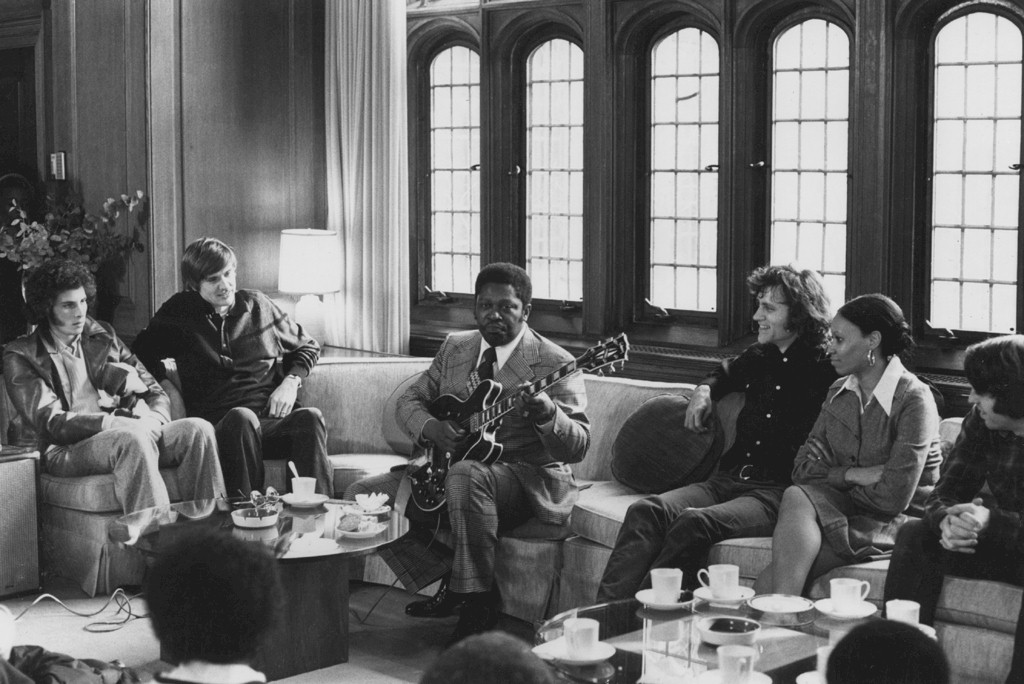 BB King visits Bill Ferris' Harvard class November 1974