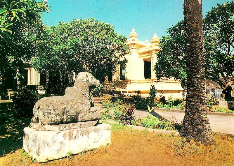 http://www.ibiblio.org/pub/multimedia/pictures/asia/vietnam/monuments/baocham.jpg