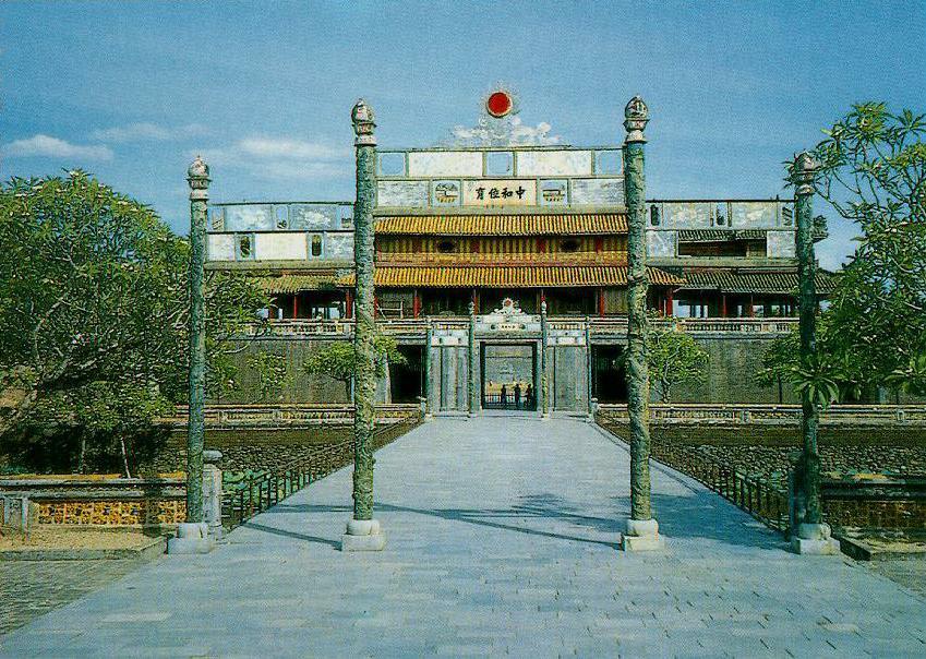 http://www.ibiblio.org/pub/multimedia/pictures/asia/vietnam/monuments/camthanh.jpg
