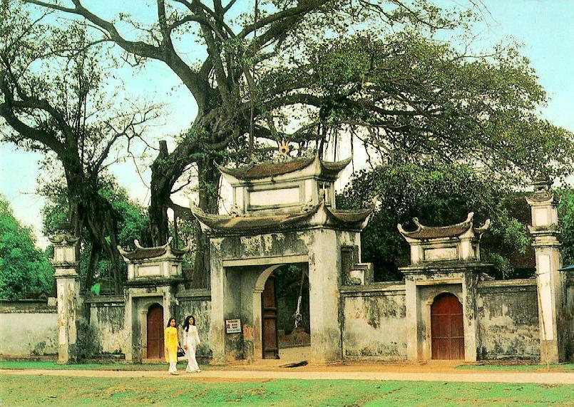 http://www.ibiblio.org/pub/multimedia/pictures/asia/vietnam/monuments/coloa.jpg