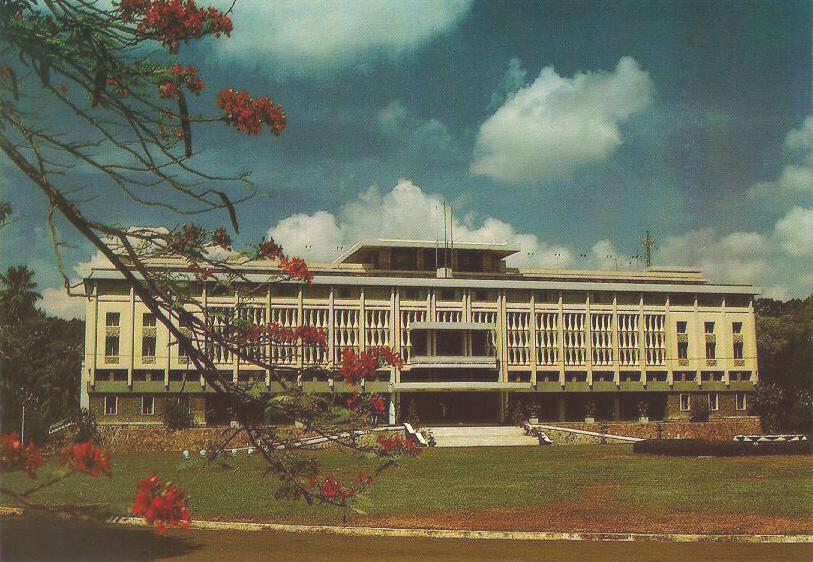 http://www.ibiblio.org/pub/multimedia/pictures/asia/vietnam/monuments/dinhdltn.jpg