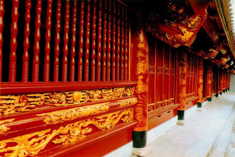 http://www.ibiblio.org/pub/multimedia/pictures/asia/vietnam/monuments/hanhlang.jpg