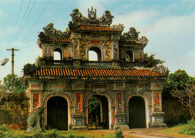 http://www.ibiblio.org/pub/multimedia/pictures/asia/vietnam/monuments/hiennhan.jpg