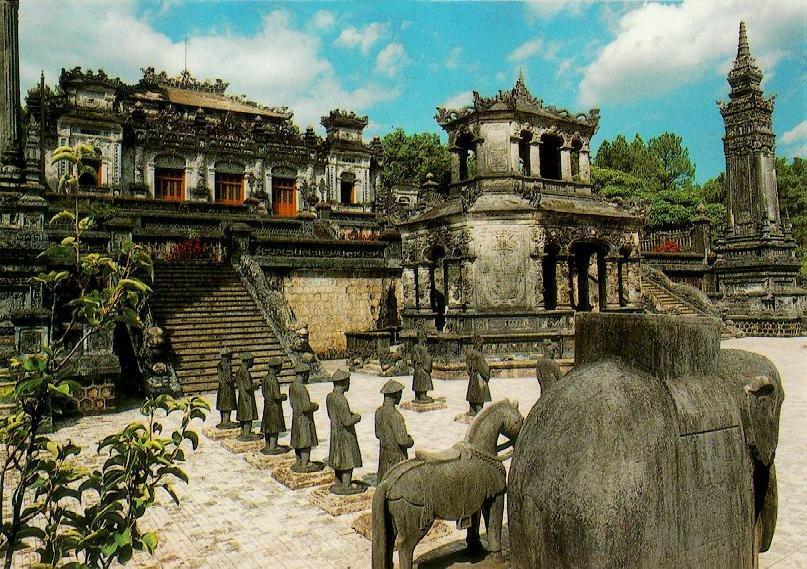 http://www.ibiblio.org/pub/multimedia/pictures/asia/vietnam/monuments/khaidinh.jpg