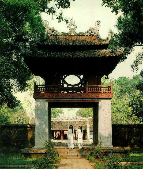 http://www.ibiblio.org/pub/multimedia/pictures/asia/vietnam/monuments/khuevan.jpg