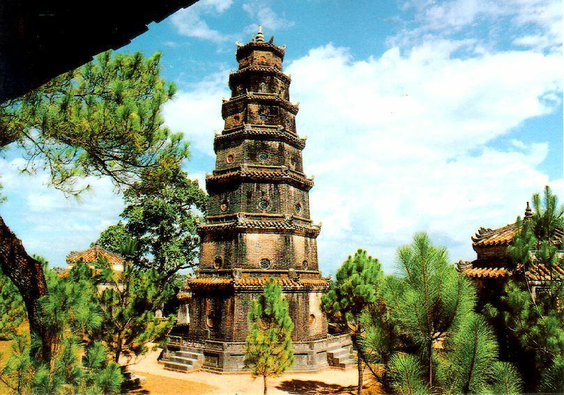 http://www.ibiblio.org/pub/multimedia/pictures/asia/vietnam/monuments/phduyen.jpg