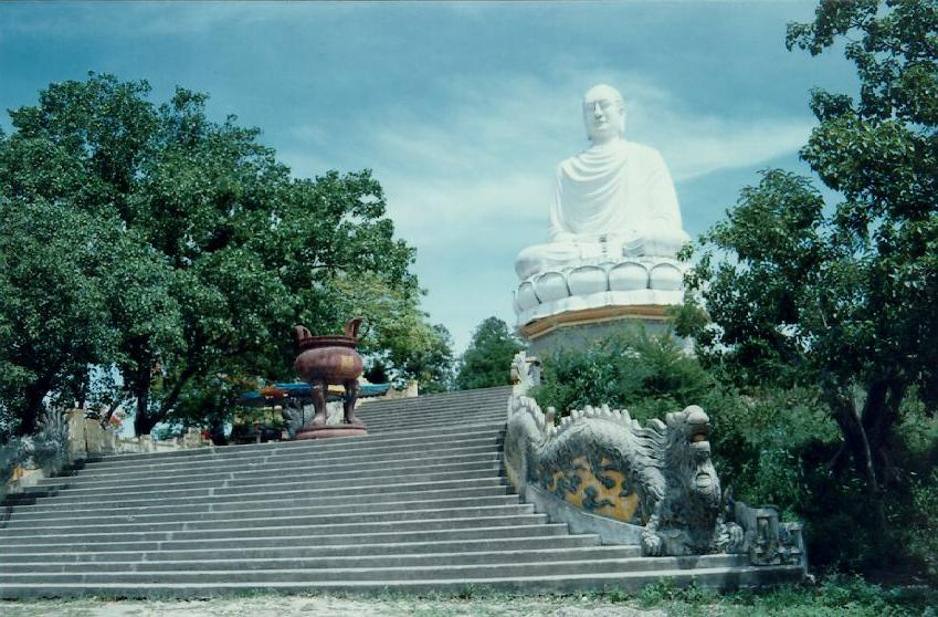 http://www.ibiblio.org/pub/multimedia/pictures/asia/vietnam/monuments/phtrang.jpg