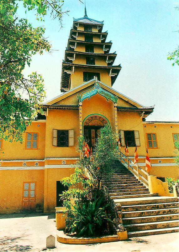 http://www.ibiblio.org/pub/multimedia/pictures/asia/vietnam/monuments/tambao.jpg