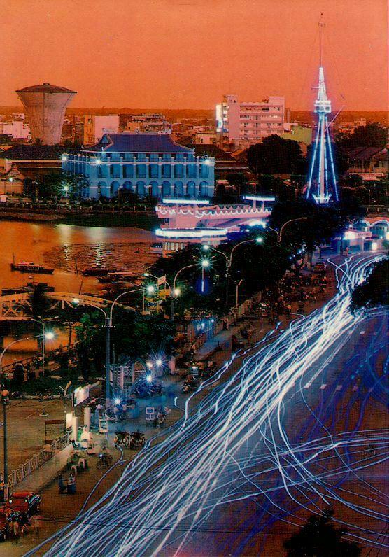http://www.ibiblio.org/pub/multimedia/pictures/asia/vietnam/scenery/bentau.jpg